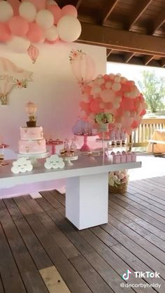 Baby Girl Shower Themes, Girl Baby Shower Decorations, Baby Shower Fun, Baby Shower Balloons, Baby Shower Gender Reveal, Floral Baby Shower, Baby Shower Table Centerpieces, Anniversaire Candy Land, Decoracion Baby Shower Niña