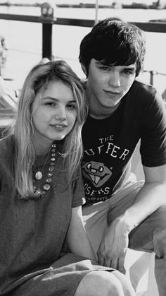 tony and cassie Cassie Skins, Skins Uk, Skins Generation 1, Skin Aesthetics, Nicholas Hoult, Love U Forever, Gen 1, Iconic Movies, Indie Kids