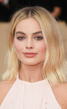 Margot Robbie: Best Beauty Looks at the SAG Awards 2018