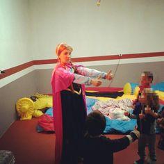 La Princesa Anna de Arendel ahora participa en las fiestas de cumpleaños.