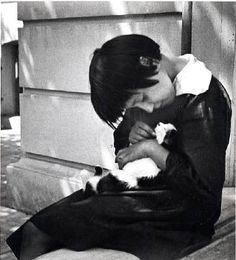 André Kertesz - Pierette, Braila - girl cuddling cat, 1918