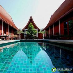 Green Gecko is set around its large wooden sun deck and very private saltwater swimming pool.