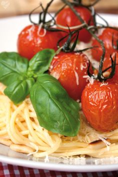 Frühlingspasta mit karamellisierten Cherry-Tomaten