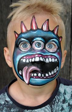 When you think about face painting designs, you probably think about simple kids face painting designs. Many people do not realize that face painting designs go beyond the basic and simple shapes that we see on small children. Clown Halloween, Halloween Makeup Looks, Halloween Costumes For Kids, Halloween Make Up, Costumes Kids, Costume Ideas, Halloween Facepaint Kids, Kids Halloween Face Paint, Zombie Face Paint