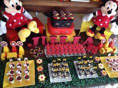 Festa Minie Vermelha. Julia . Vila Laura  Mais detalhes da decoração Harmonia entre o vermelho, o amarelo, o preto e o branco.