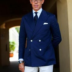 Blazer jacket:  Colour: Petrol Blue Fabric: Linen  Lapels: - Type: Peaked - Width: Normal  Buttons: - Amount: 2 x 2 - Type: White mother of pearl.