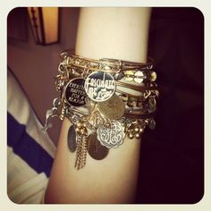 Realllllly want an Alex and Ani bracelet!!!
