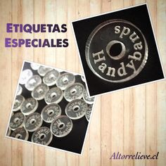 Hola amigos! Les mostramos etiquetas especiales de acrílico. Serán usadas en pulseras de macramé! :) se van a USA!  #altorrelieve #acrilico #etiquetas #usa #etsy #handmade #diy #perfection #perfect #tiny #brand #marca #chile #tags #button #macrame