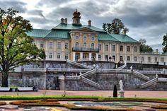 Во время Великой Отечественной войны Ораниенбаум пострадал в значительно меньшей степени, чем другие пригороды Санкт-Петербурга, поскольку здесь была развёрнута оборона на так называемом «ораниенбаумском плацдарме». Однако ансамбль пришёл в запустение в послевоенное время, и его серьёзная реставрация началась только в конце 1990-х годов.