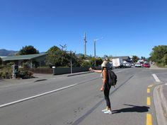Pegando carona na estrada em New Zealand.