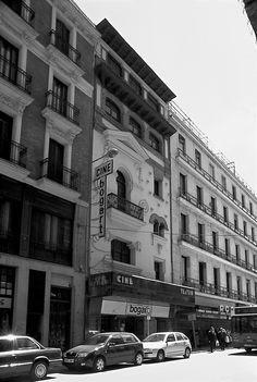 Cine Bogart número 7 de la calle de Cedaceros