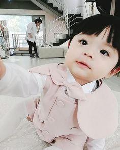 Cute Asian Babies, Korean Babies, Asian Kids, Cute Babies, Dad Baby, Cute Baby Boy, Cute Kids, Baby Kids, Ulzzang Kids