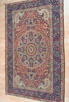 Schuler Auktionen Zürich      Kirman S-Iran, um 1900  135x208 cm (ft. 4.5x6.9).