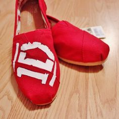 THESE ARE AN ABSOLUTE MUST. I need these, and One Direction themed Vans. Life goal. Right thurr. :3 One Direction Toms, FOR DA WIN.