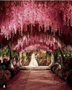 36 Romantic Wedding Ceremony Decorations to Make You Swoon - Romantic weddings Table Decoration Wedding, Romantic Decorations, Wedding Venue Decorations, Perfect Wedding, Dream Wedding, Luxury Wedding, Fall Wedding, Wedding Halls, Church Wedding
