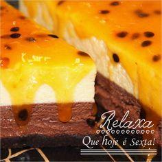E sexta-feira combina com Torta La Passion: Combinação apaixonante de mousse de chocolate e mousse de maracujá juntos sobre uma fina camada de brownie.  #DiNorma #love #cake #bolo #finaldesemana