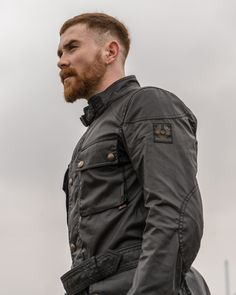 Shop The Roadmaster Jacket from Belstaff. The iconic classic, this men's waxed cotton jacket is a classic four-pocket field jacket design with heritage details. Barbour Jacket Mens, Belstaff Jackets, Rugged Men, Rugged Style, Waxed Cotton Jacket, Wax Jackets, Dressed To Kill, Men's Collection, Jacket Style