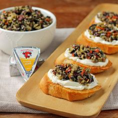 Our friend @EmilyBites pairs the NEW Creamy Asiago cheese with toasted bread and homemade olive tapenade. In addition to packing a ton of flavor into every bite, the olives and garlic in tapenade are great sources of antioxidants which can aid with everything from healthy skin to preventing serious diseases. Go ahead, take another bite! Ingredients: Bread The Laughing Cow Creamy Asiago cheese Olive tapenade
