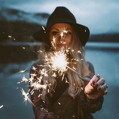 Imagem de girl, light, and fireworks Pinterest @cris_galant ♡