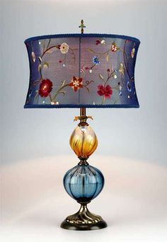 When shopping for a lamp for your home, your options are nearly unlimited. Find the perfect living room lamp, bed room lamp, table lamp or any other type for your specific space. Muebles Shabby Chic, Lampe Decoration, I Love Lamp, Chandelier Lamp, Chandeliers, Brass Lamp, Bedroom Lamps, Diy Home Decor Projects, Vintage Lamps