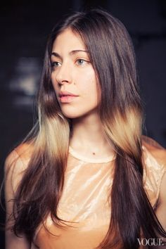 Chairlift's Caroline Polachek On Why Her Bleached Halo-Effect Hair Color Just Keeps Getting Better