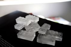 Instead of using boring rectangle ice cubes, why not turn them into fun lego shaped ones? This Lego Ice Cube tray is made out of food grade silicon, and is not only freezer safe, it can also go in your oven! Lego brownies perhaps? Lego Birthday Party, Birthday Parties, Kid Parties, Birthday Ideas, Lego Parties, Ninjago Party, Birthday Celebrations, 9th Birthday, Lego Ice Cube Tray