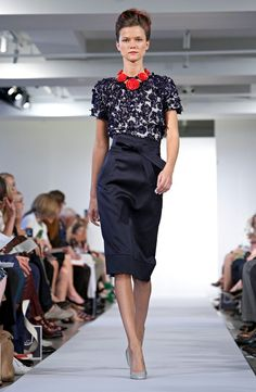 Oscar de la Renta Spring 2013. The print is divine and the red necklace makes it pop!