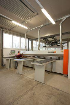 #Handwerkskunst und moderne Technik - #craftsmanship in a modern environment - Tischlerei Radaschitz GmbH. Shop Ideas, Kitchen Island, Workshop, Storage, Modern, Design, Home Decor, Projects