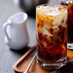 The Colorado Bulldog is an interesting variation on the White Russian, made with vodka, Kahlúa coffee liqueur, cream, and a splash of cola to top it all off. It's a simple recipe, and as a result it's hard to tell exactly where it comes from—lik… (cor)