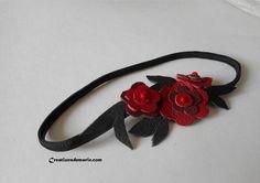 Bandeaux cheveux, Headband cheveux fleurs de cuir rouges et noires. est une création orginale de creationsdemarie sur DaWanda