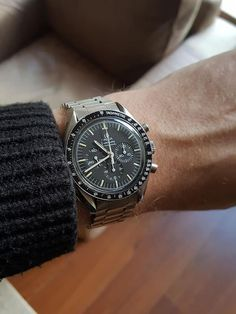 Ultimate Guide to Omega Speedmaster Sizes - WahaWatches Old Watches, Antique Watches, Vintage Watches, Watches For Men, Omega Speedmaster Moonwatch, Omega Seamaster, Omega Railmaster, Second Hand Watches, Watch Blog