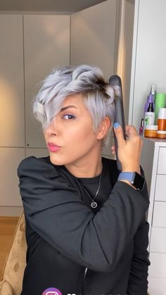 Edgy Short Hair, How To Curl Short Hair, Girl Short Hair, Short Hair Cuts, Style Short Hair Pixie, Curly Hair With Bangs, Cut My Hair, Curly Hair Styles, Mom Hairstyles