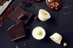 Jääsuklaa – katso resepti!   Meillä kotona Christmas Candy, Christmas Treats, Fudge, Panna Cotta, Food Porn, Good Food, Sweets, Homemade, Snacks
