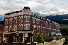his elegant 1886 Victorian Hotel, nestled in the heart of the Colorado Rocky Mountains in the highest incorporated city in North America, features vintage furnishings and appointments. Leadvilles gold and silver boom days brought desperados such as Doc Holiday, the Unger Brothers and Butch Cassidy to the Delaware Hotel.
