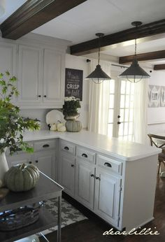 Choosing new kitchen cabinets is crucial in defining the look, feel, and function of your kitchen. Discover new ideas for your kitchen remodel. Kitchen Inspirations, Small Kitchen, Kitchen Decor, Home Remodeling, Kitchen Dining Room, Kitchen Redo, Kitchen Dining, Home Kitchens, Kitchen Renovation