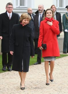 1 December 2014 - Queen Letizia of Spain (R) & German 1st Lady Daniela Schadt chat upon the arrival of Queen Letizia & King Felipe VI at Schloss Bellevue Presidential Palace in Berlin, Germany.