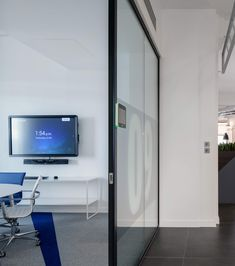Reliable Wireless & Wired Present Solutions Wireless presentation on the room display from a laptop, smartphone, or tablet; or connect directly via HDMI Uk Capital, Innovative Systems, Office Environment, Cable Management, Connect, Smartphone, Presentation, Audio, Laptop