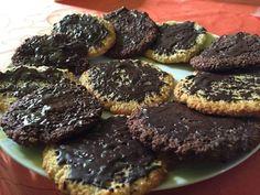 Kókusz és csoki: legyőzhetetlen páros, csodás ízharmóniával. Fogyókúrás desszertekhez nincs jobb alapanyag! A legjobb, hogy miközben ezt a... Health Eating, I Foods, Food And Drink, Low Carb, Lunch, Cookies, Dinner, Cake, Sweet
