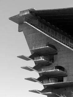 Municipal Stadium of Braga. Minimalist Architecture, Contemporary Architecture, Amazing Architecture, Architecture Details, Interior Architecture, Portugal, Building Art, Building Design, Bauhaus