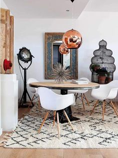 From round pedestal tables to chic globe lighting, we think you'll all agree that curves are the must have look this season.