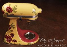 Love this quilted look for the center and the subtle fabric textures on this mixer. The plaid is 3 colors and was a pain to do, but worth it in the end. © UN AMORE by NICOLE DINARDO