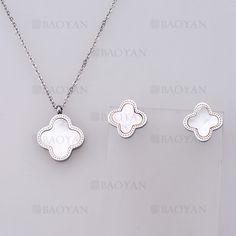 collar y aretes de trebol blanco de plateado en acero-SSNEG804073