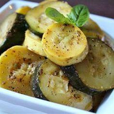 Wer gerne vegetarisch grillt, der wird diese gegrillten Zucchini lieben. Das Rezept gibts auf Allrecipes Deutschland http://de.allrecipes.com/rezept/15163/gegrillte-gr-ne-und-gelbe-zucchini.aspx
