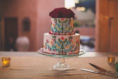 Mexican design wedding cake | Photos by Cana Family | 100 Layer Cake