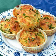 MEDVEHAGYMÁS-SAJTOS-MUFFIN Dessert Cake Recipes, Desserts, Muffins, Wild Garlic, Small Cake, Winter Food, Light Recipes, Nutella, Healthy Life