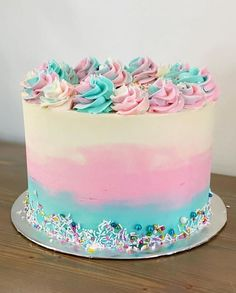 Gender Reveal Cake Ideas - Amazing cakes to inspire! Little Girl Birthday Cakes, Little Girl Cakes, Baby Girl Cakes, Beautiful Birthday Cakes, Cake For Baby, Easy Birthday Cakes, Lol Birthday Cake, Vanilla Layer Cake Recipe, Easy Vanilla Frosting