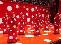 Yayoi Kusama and Louis Vuitton windows at Selfridges for their collaboration Fall 2012 Conceptual Art, Surreal Art, Claes Oldenburg, Psychedelic Colors, Pop Art Movement, Lighting Concepts, Yayoi Kusama, Action Painting, New York Art