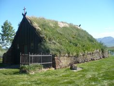 http://www.girovagandoconstefania.it/2015/07/le-case-di-torba-in-islanda.html