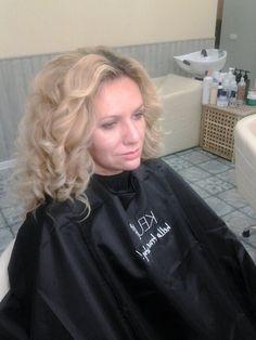 Хотите такие же объемные локоны ? 😃 🌐www.oblaka.studio 📱WhatsApp +79037981893 ☎+7(495) 005 37 89 📍 ул. Коломенская 12к2 🕰 10.00-22.00 #салонкрасоты #маникюр #педикюр #косметология #окрашиваниеволос #стрижки #прически #коломенское #риверпарк #nanoprofessional #oblaka_msk #облака #oblaka #hair #hairstyle #beauty #биоламинированиеногтей #Q8#oblakamsk #скайфорт #skyfort