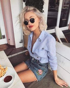 """10.4 k mentions J'aime, 54 commentaires - Laura Jade Stone (@laurajadestone) sur Instagram : """"Craving those chips """""""